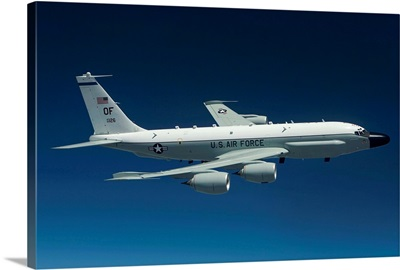 An RC-135W Rivet Joint aircraft flies over the Midwest