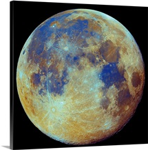 Colored moon geological differences