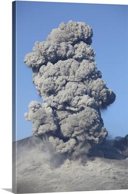 Eruption of Sakurajima volcano, Japan
