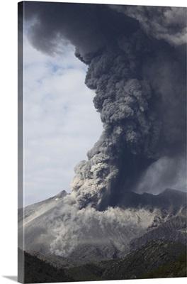 Explosive vulcanian eruption of Sakurajima volcano, Japan