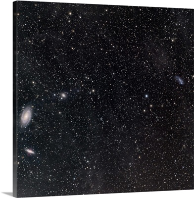 Galaxies surrounded by interstellar dust
