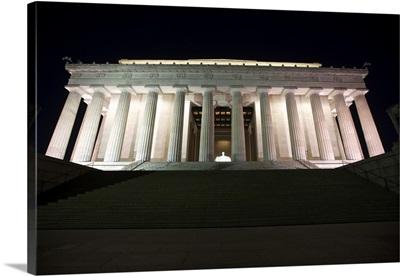 Lincoln Memorial lit up at night, Washinton D.C., USA