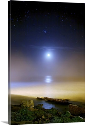 Moonset over the sea with Pleiades M45 cluster