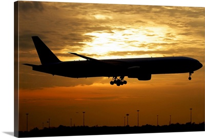 Silhouette of a Pakistan International Airlines Boeing 777