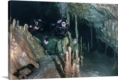 Technical divers in Dreamgate cave system in Mexico