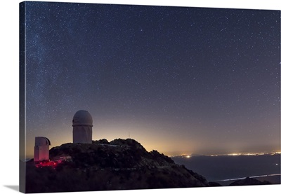 The Mayall observatory at Kitt Peak on a clear starry night