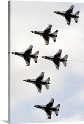 The Thunderbirds form a 6ship Delta formation