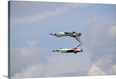The U.S. Air Force Thunderbirds in calypso formation
