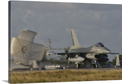 U.S. Air Force F-16 Fighting Falcon with drag chute deployed