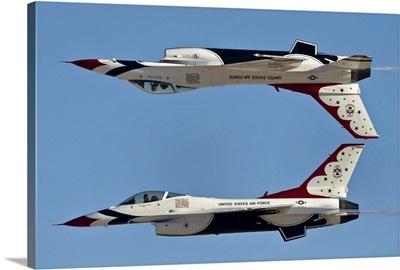 U.S. Air Force Thunderbirds demonstrate the calypso pass