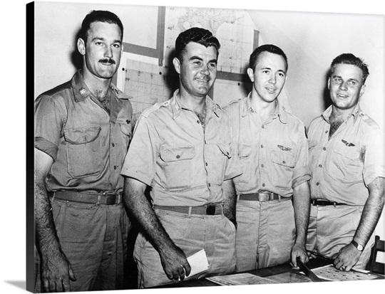 World War II: Enola Gay, crew of the B-29 Enola Gay