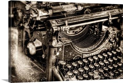 An old fashioned Underwood typewriter