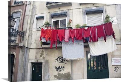Red laundry, Lisbon